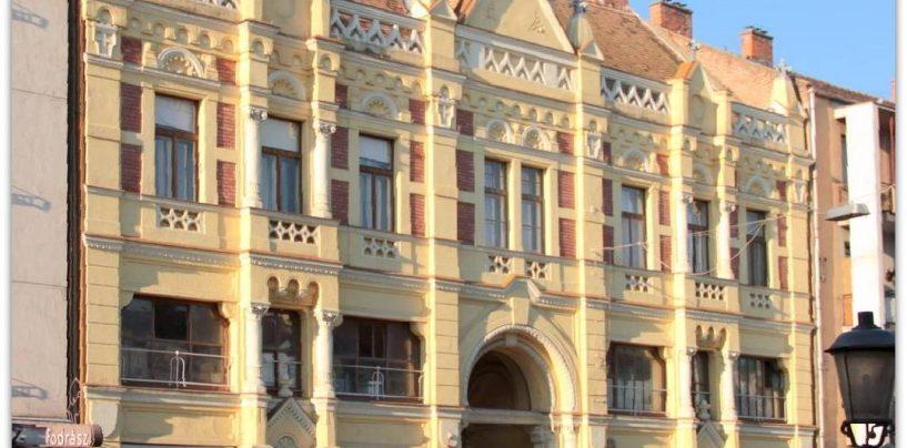 Kecskemét központjában, az Arany János utca 6. szám alatt lévő polgári ház I. emeletén eladó egy 63,6 nm-es ingatlanrész.