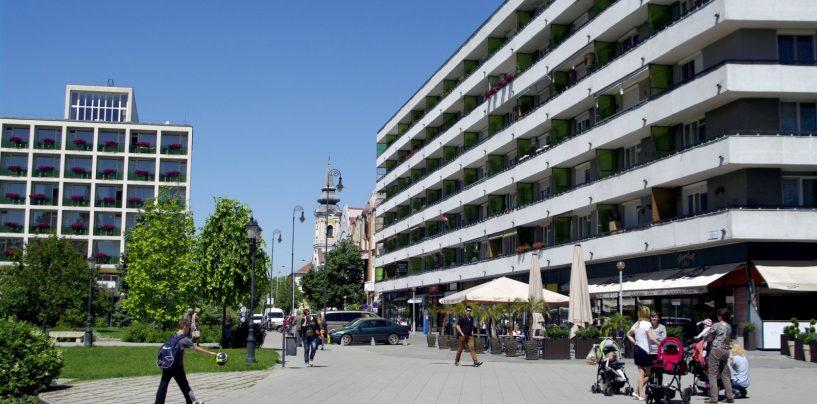 """Kecskemét központjában, a """"Lordok Házában"""" eladó a Kossuth tér 6-7. I. emelet 4. szám alatt lévő kétszobás, 53 nm alapterületű lakás"""