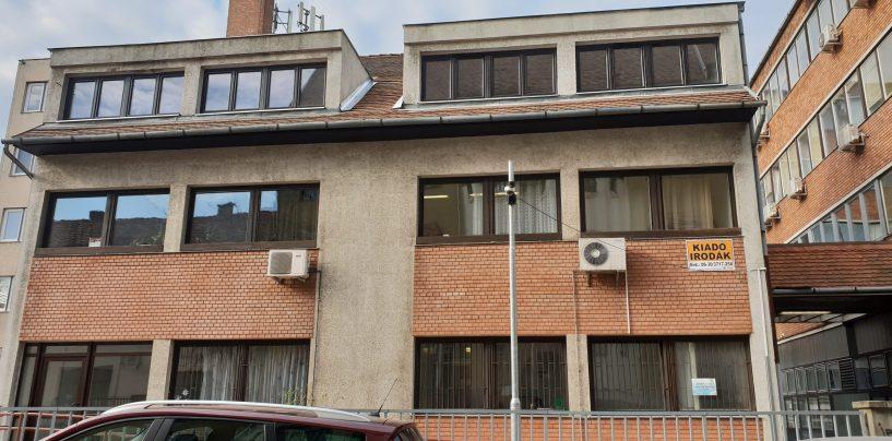 Kiadó, Csányi János krt. 14. udvari épület, felújított állapotú irodablokk