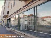 Kecskemét szívében, a főtér közvetlen közelében – Arany János utca 8. – üzlet kiadó