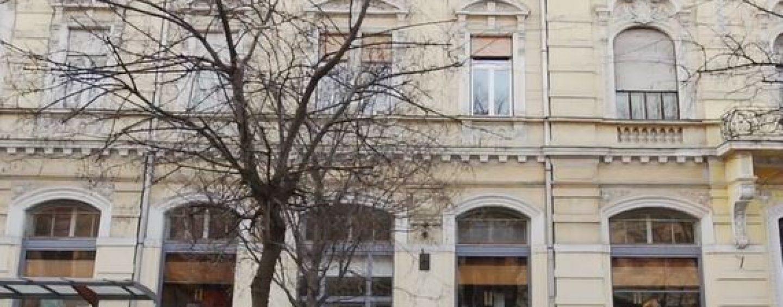 Kecskemét történelmi főutcáján  – Rákóczi u. 4.  –  ingatlan kiadó